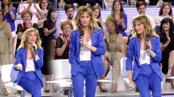 Emma García, vestido negro o traje azul?