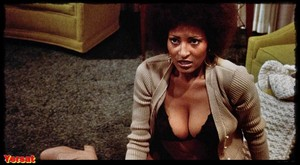 Pam Grier , Lisa Farringer  , Marilyn Joi in  Coffy (1973) Os4iwj7d928a