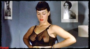 Gretchen Mol in The Notorious Bettie Page (2005) Qq8w77mddjge