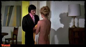Stella Stevens , Marlene Clark in Slaughter (1972) Jgz4uxmmv6pk