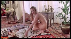 Michelle Phillips, Penelope Milfordin Valentino (1977) 4mfu3nq1sxs7