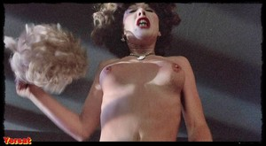 Michelle Phillips, Penelope Milfordin Valentino (1977) Fq6rkvcrq87l