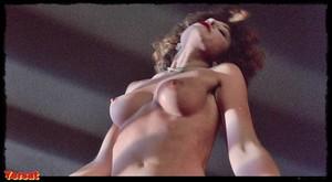 Michelle Phillips, Penelope Milfordin Valentino (1977) Fzvm1ylzt5jr