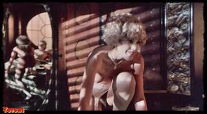 Michelle Phillips, Penelope Milfordin Valentino (1977) L5q6d7p0gqgy