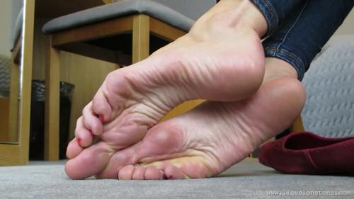 Skinny feet