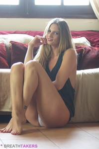Rebecca-Leah-No-Angel--46s8305wgn.jpg