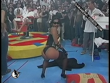 Tiazinha twerking live on TV