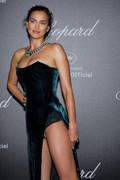 Irina Shayk sexy cleavage pics