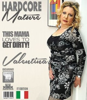 Italian curvy housewife Valentina fucking and sucking (2018/HD)