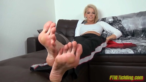 Bella's Toe-Cracking Foot Show! (HD)