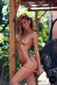 Gina-Georgie-Serino-Sexy-Orange-Bikini--76vp36sple.jpg
