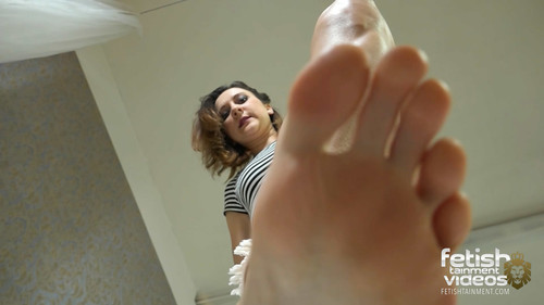 Isabelle dominantes him under her bare feet! - FULL HD WMV