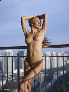 Jolie-Sexy-Skyline--s6vvjrtwxx.jpg