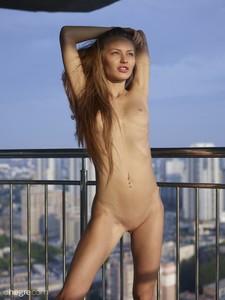 Jolie-Sexy-Skyline--l7egql63uy.jpg