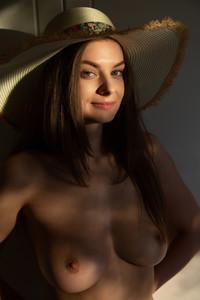 Veronika-Glam-%E2%80%93-Presenting--h7egot0nug.jpg