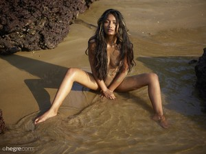 Nuna-Nude-Beach-In-India--16vvma0aau.jpg