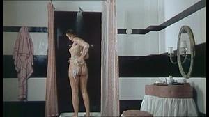 Gloria Guida / Rossana Podesta / Il gatto mammone / topless / (IT 1975) 7kp0idgo7wu9