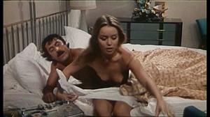 Gloria Guida / Rossana Podesta / Il gatto mammone / topless / (IT 1975) Eleyj3ymxkg6