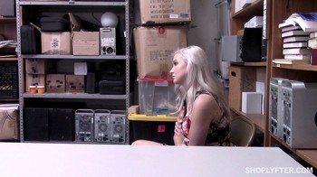 Shoplyfter Emily Right