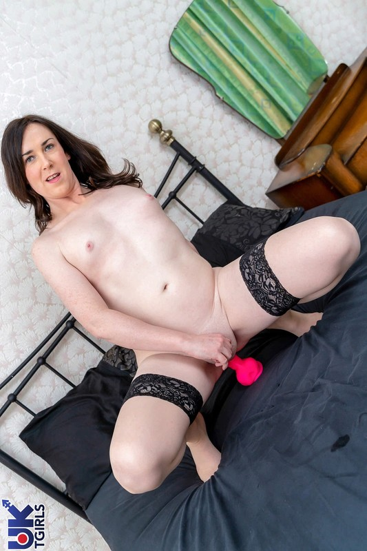 Pink Toy Fuck In Bed With Stacey! (8 February 2019)