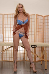 Julia-Ann-Kendall-Kayden-Sharing-A-Massage-b6un9ecny0.jpg
