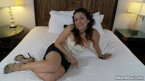 Mompov.com -  Suzy 36 year old with strong Spanish accent