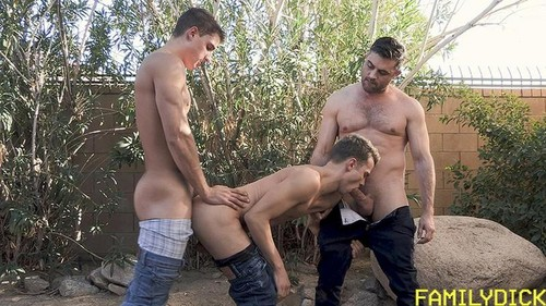 FamilyDick - A Special Place In Daddy's Heart Chapter 3: Flex For Your Old Man (Logan Cross, Lance Hart & Zane Porter) Bareback